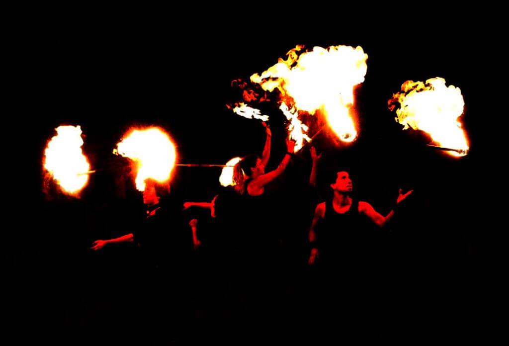 Tűzfészek Társulat tűzzsonglőr bemutató