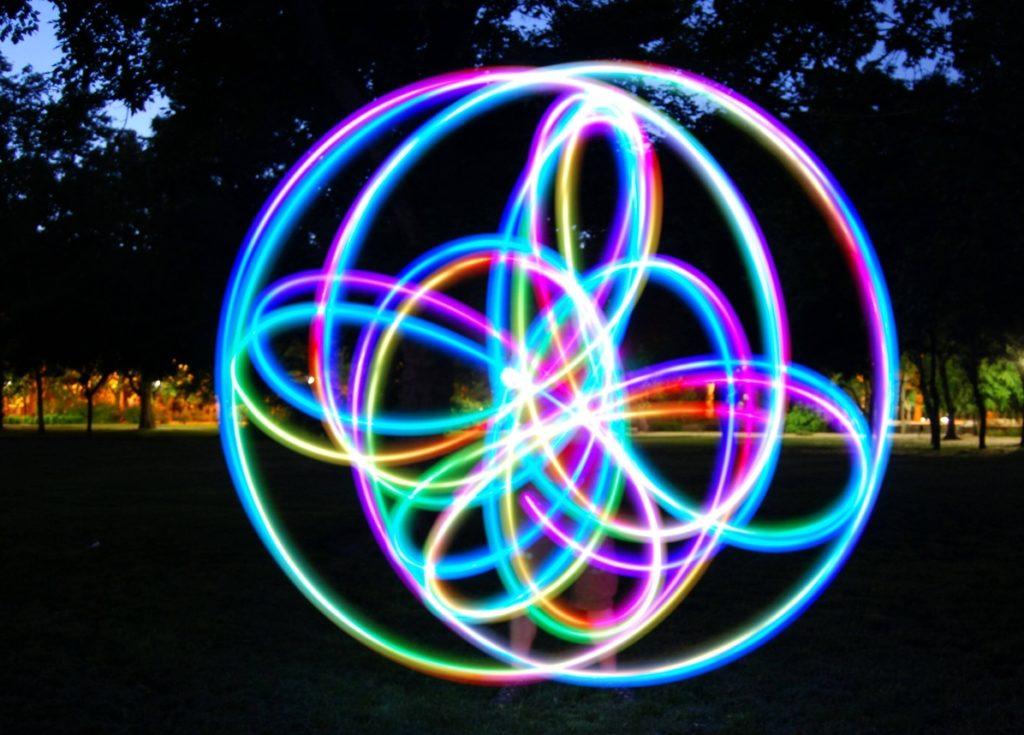 LED és UV zsonglőr show